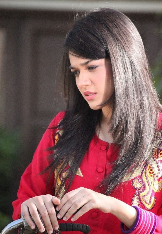 Sanam Jung Images And Biography