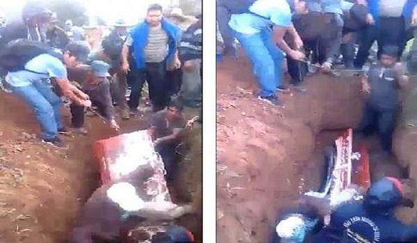 Έκανε την κηδεία μπάχαλο – Παραπάτησε έπεσε στον τάφο και αυτό που έγινε κάτι απίστευτο