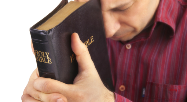 gambar orang berdoa kristen