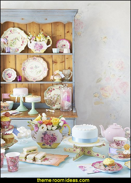 Truly Scrumptious Floral Vintager Teapot Vase Decoration for a Tea Party