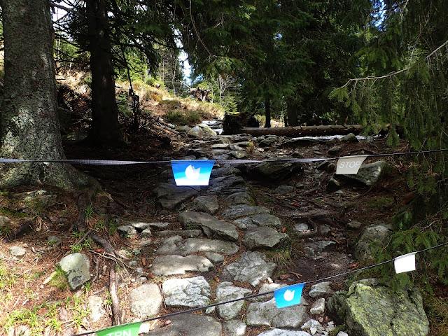 Początek szlaku Morskie Oko - Świstówka - Dolina Pięciu Stawów, 14 maja jeszcze jest zagrodzony