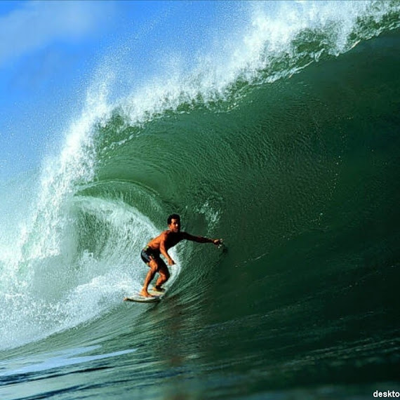 GambarGambar Berselancar Surfing di Lautan