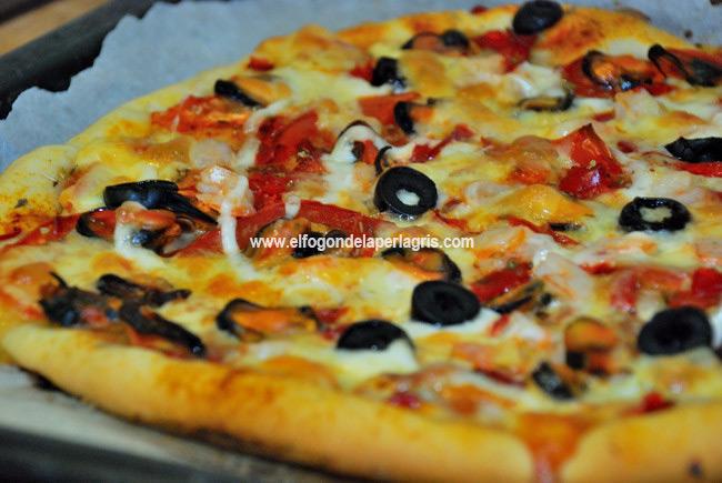 Pizza de mejillones casera