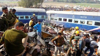 El accidente ocurrió durante la madrugada en Kanpur, cuando la mayoría de los pasajeros dormía.