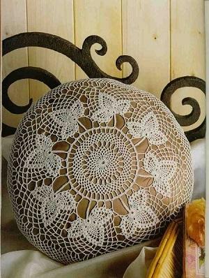 Almofadas redonda de crochê com gráfico