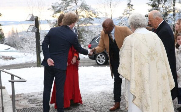 At the church service, the boyfriend of Princess Martha Louise, Durek Verrett (Shaman Durek) was also present