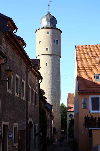 Einer der ungewöhnlichen Stadttürme von Ochsenfurt © Copyright Monika Fuchs, TravelWorldOnline