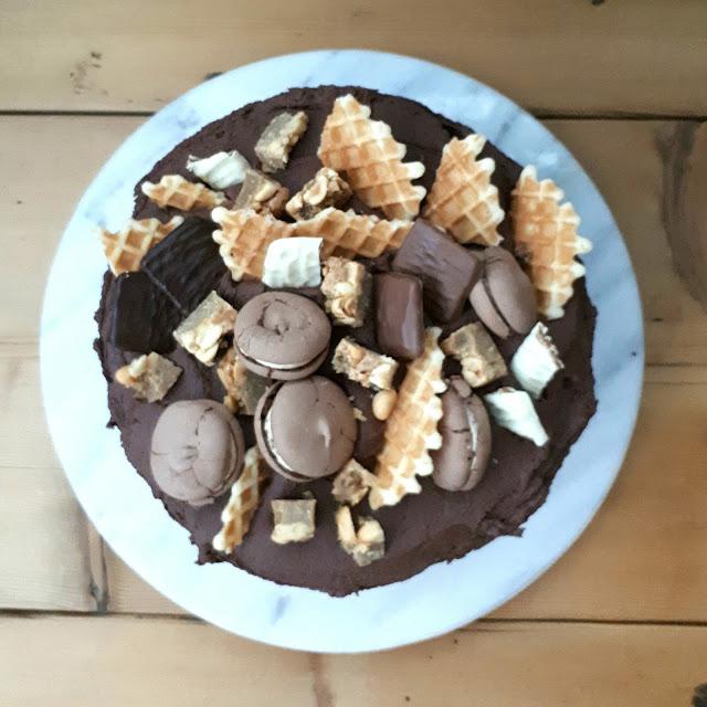 Suklaavoikreemi kakun koristeluun ja täytteeksi