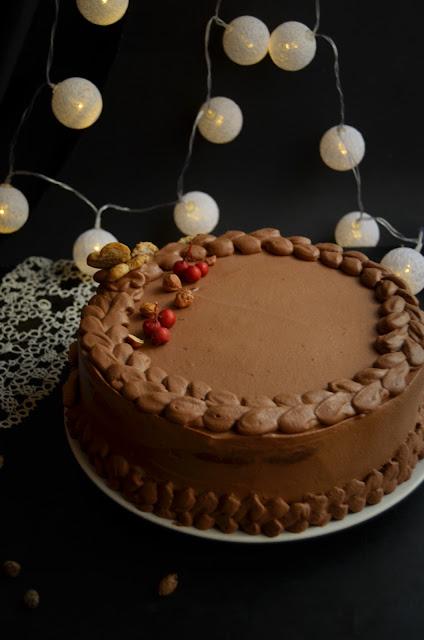 Tort cu ciocolată, cafea și alune