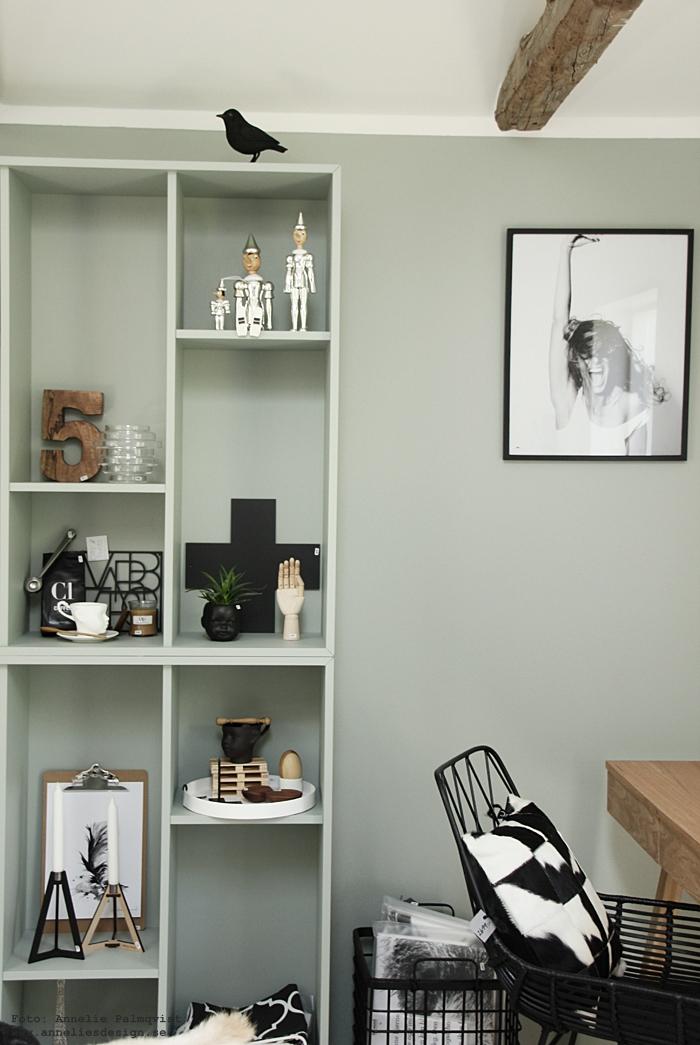 annelies design, webbutik, webshop, nätbutik, ikea, ikea hack, valje hylla, hyllor, minty breeze, mintgrön, grågrön, vägg, målad, ljusstake, ljusstakar, pinocchio silver, hübsch, stol, stolar, inredning, inredningsbutik, butik, varberg, showroom,