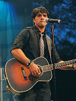 Luis Fonsi cantando en vivo