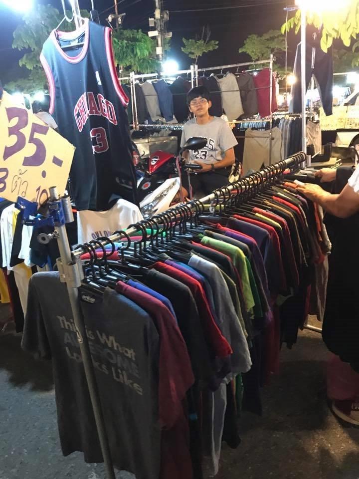ขายอะไรดีตลาดนัด ขายเสื้อผ้ามือสอง