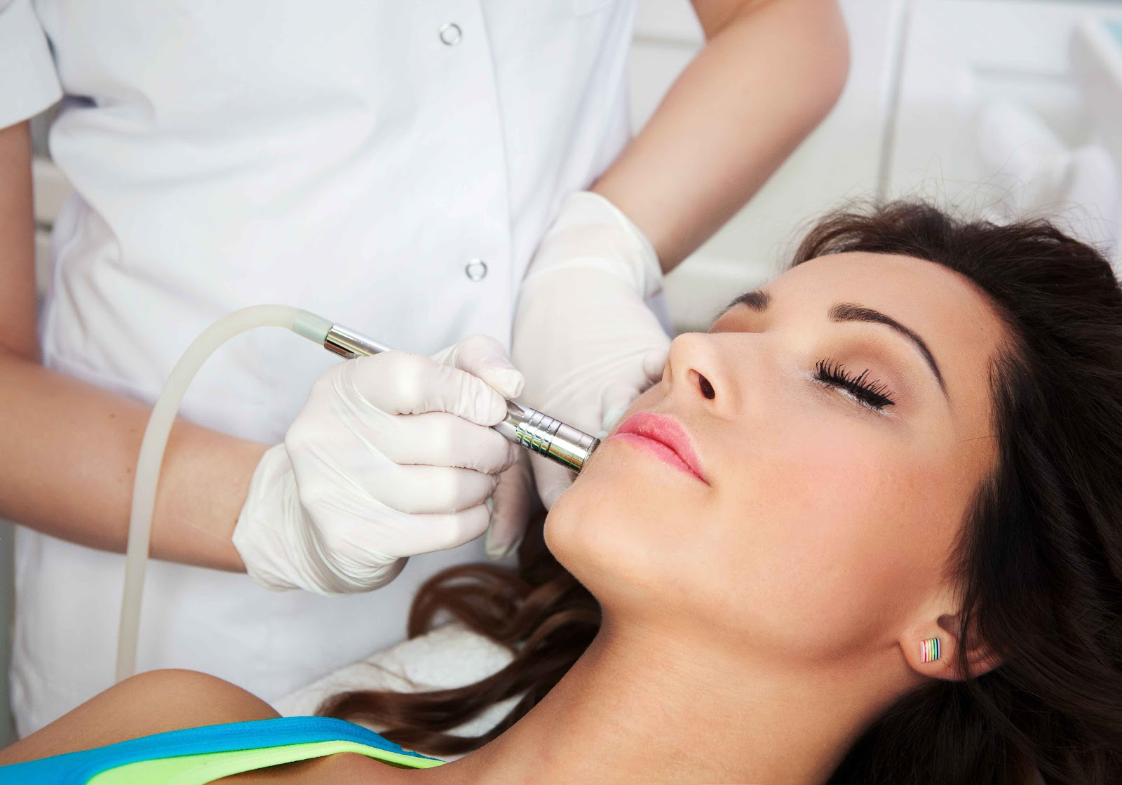 jenis macam perawatan treatment salon kecantikan beauty kapster plus pijat massage pengertian definisi arti