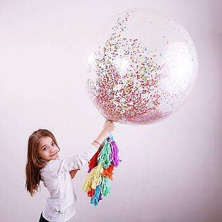 https://www.slubnezakupy.pl/sklep,115,11739,balon_gigant_z_konfetti_hit_girlanda_1m.htm