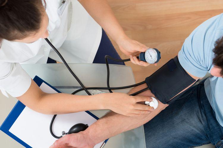 ilustrasi cek tekanan darah