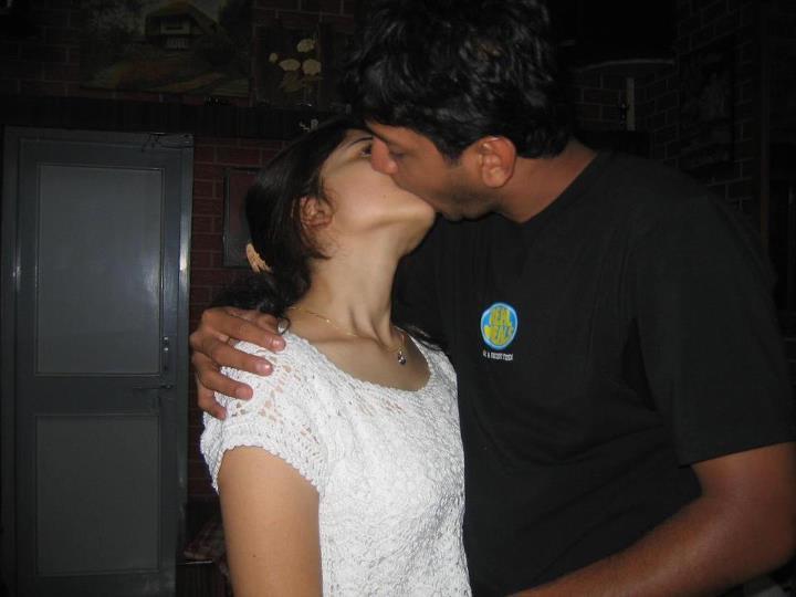 indian-girl-naked-kissing-her-boyfriend