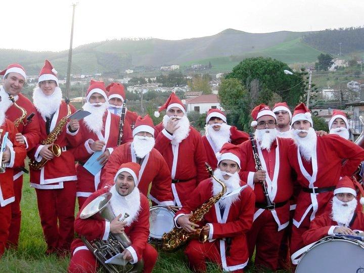 Babbo Natale Musicale.Www Italia Eventi Com La Banda Di Babbo Natale Christmas Band Gruppo Musicale Natalizio Per Le Vie Del Tuo Paese
