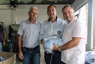 Prefeito entrega uniformes aos servidores da Secretaria de Serviços Municipais em Registro-SP