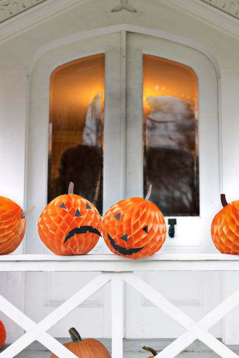 10 Cheap And Easy DIY Halloween Decorations - Craftsonfire