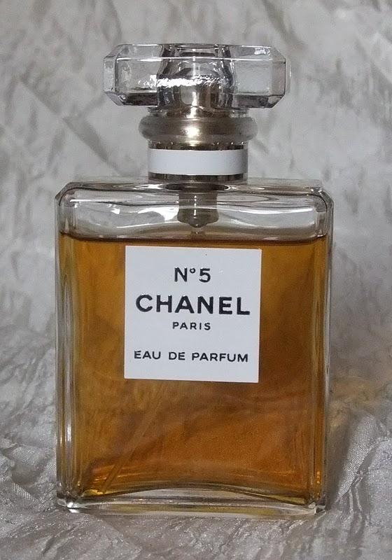 gretalrabbit writes review chanel no5 eau de parfum. Black Bedroom Furniture Sets. Home Design Ideas