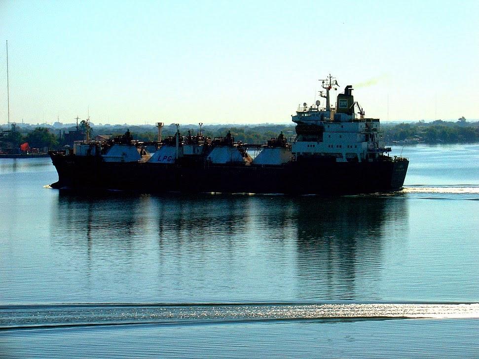 Barco navegando no Lago Guaíba, Porto Alegre