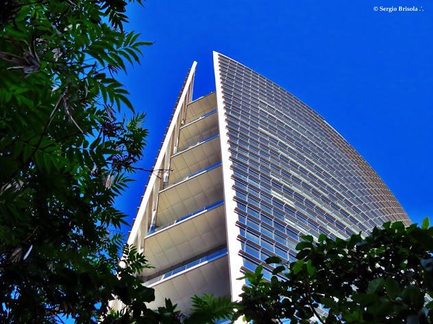 Perspectiva inferior do Edifício Infinity Tower - Itaim Bibi - São Paulo