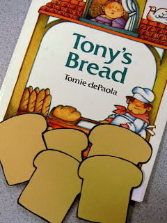 This teacher makes her own sticky notes for anchor charts for Tony's Bread by Tomie dePaola