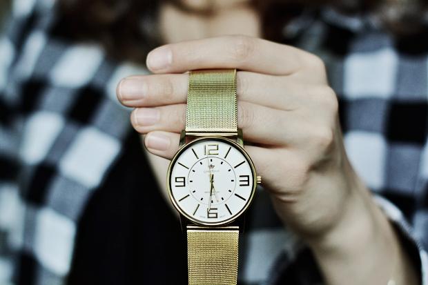 minimalistyczny zloty zegarek gino rossi