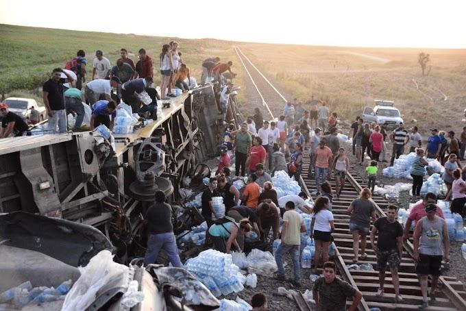 San Luis: Miles de personas se apoderaron de la carga del tren que descarriló en Fraga