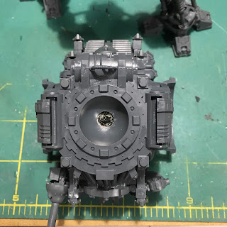 Questoris Mechanicus Knight Crusader WIP magnetizing the torso