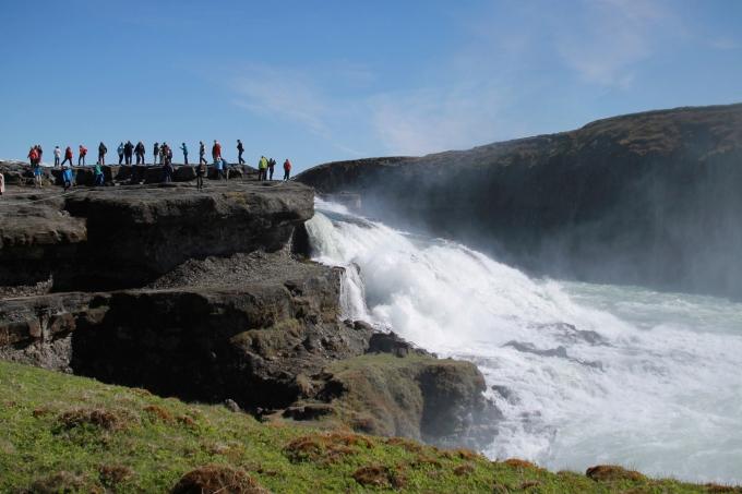 Äidin kanssa Islannissa kesäkuussa 2012 - vesiputoukset Golden Circle