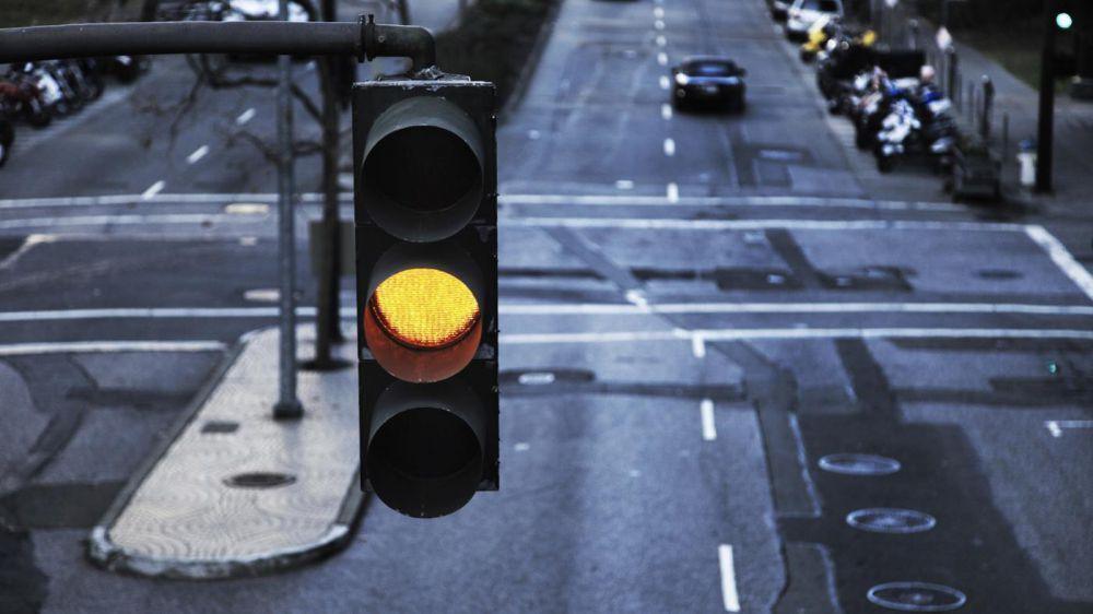 Hasil gambar untuk lampu kuning lalu lintas