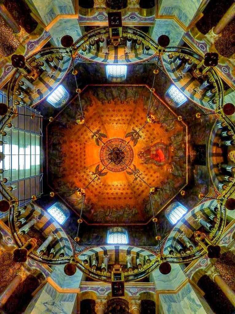 Cúpula da catedral octogonal. As colunas pertencem ao segundo andar.
