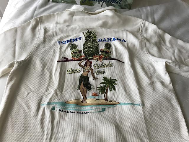 Tommy Bahamaのシャツの後ろの写真