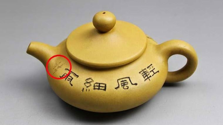 théière de yixing avec gravure coloriée au marqueur