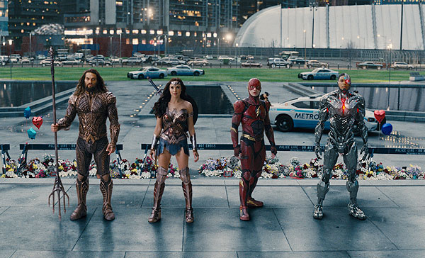 (L-R) Aquaman (Jason Momoa), Wonder Woman (Gal Gadot), The Flash (Ezra Miller) and Cyborg (Ray Fisher) in JUSTICE LEAGUE (2017)