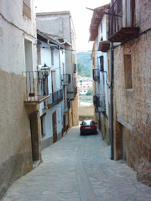 costa del Serrano, cuesta del Serrano, calle constitución al fondo