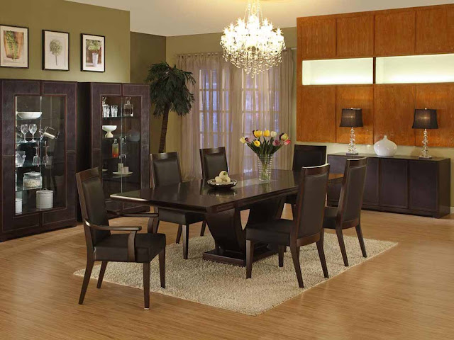 Formal Dining Table with Color Dominance