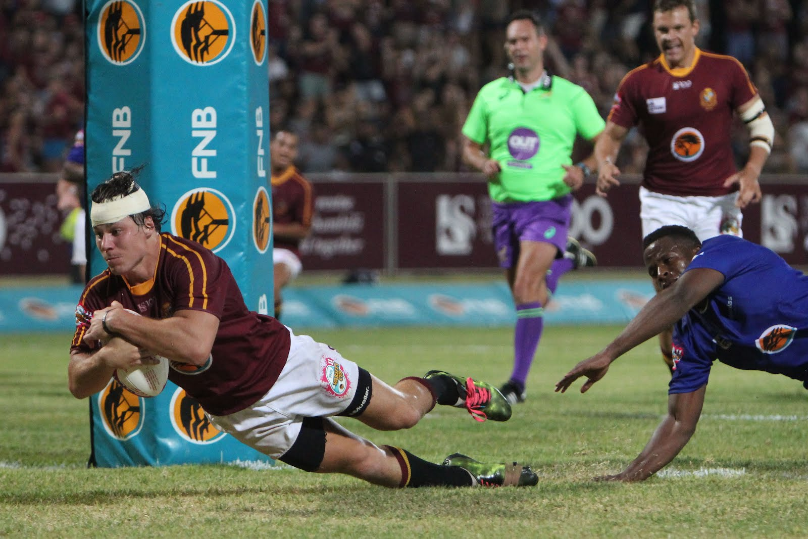 Maties rugby player scoring a try in Varisty Cup