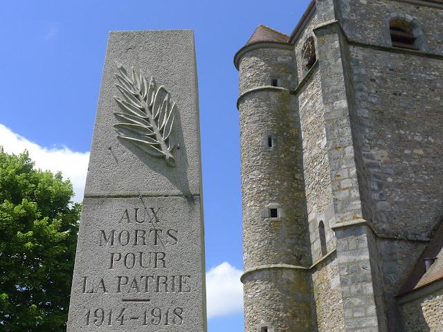 Tour de la Beauce en vélo couché  Monument aux Morts
