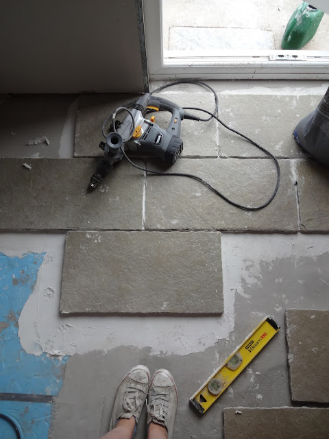 Laying limestone tiles DIY
