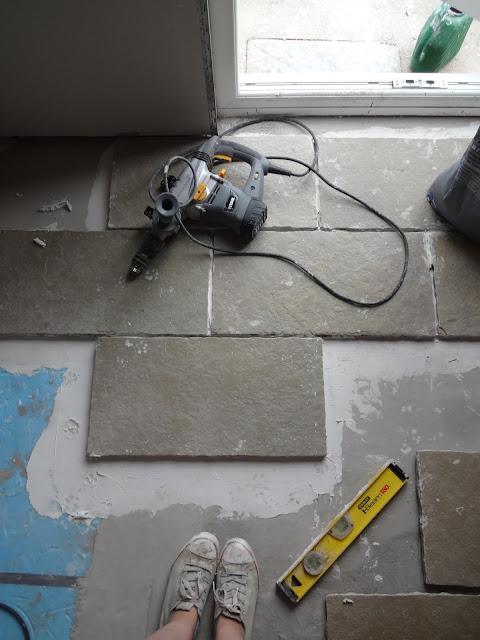Laying limestone tiles DIY