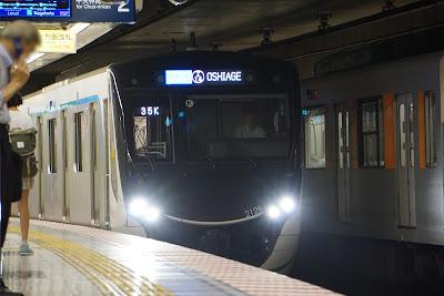 半蔵門線押上駅に到着する東急電鉄2020系