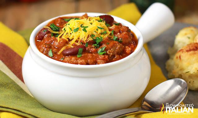 http://www.theslowroasteditalian.com/2013/12/easy-slow-cooker-chili-recipe.html