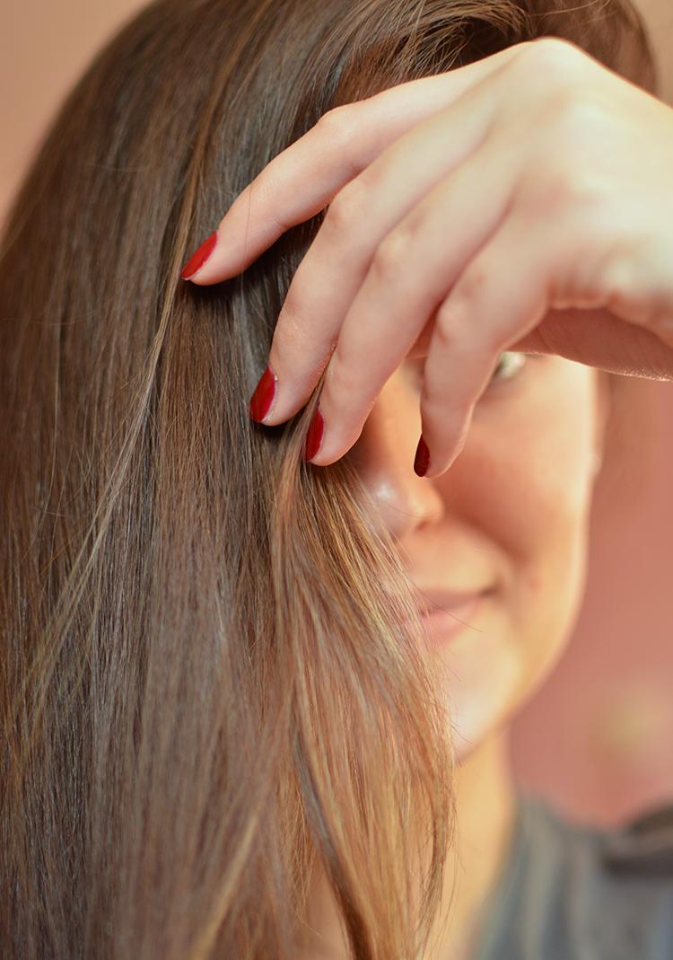 Jak naturalnie przyciemnić włosy? Przyciemnianie włosów kawą