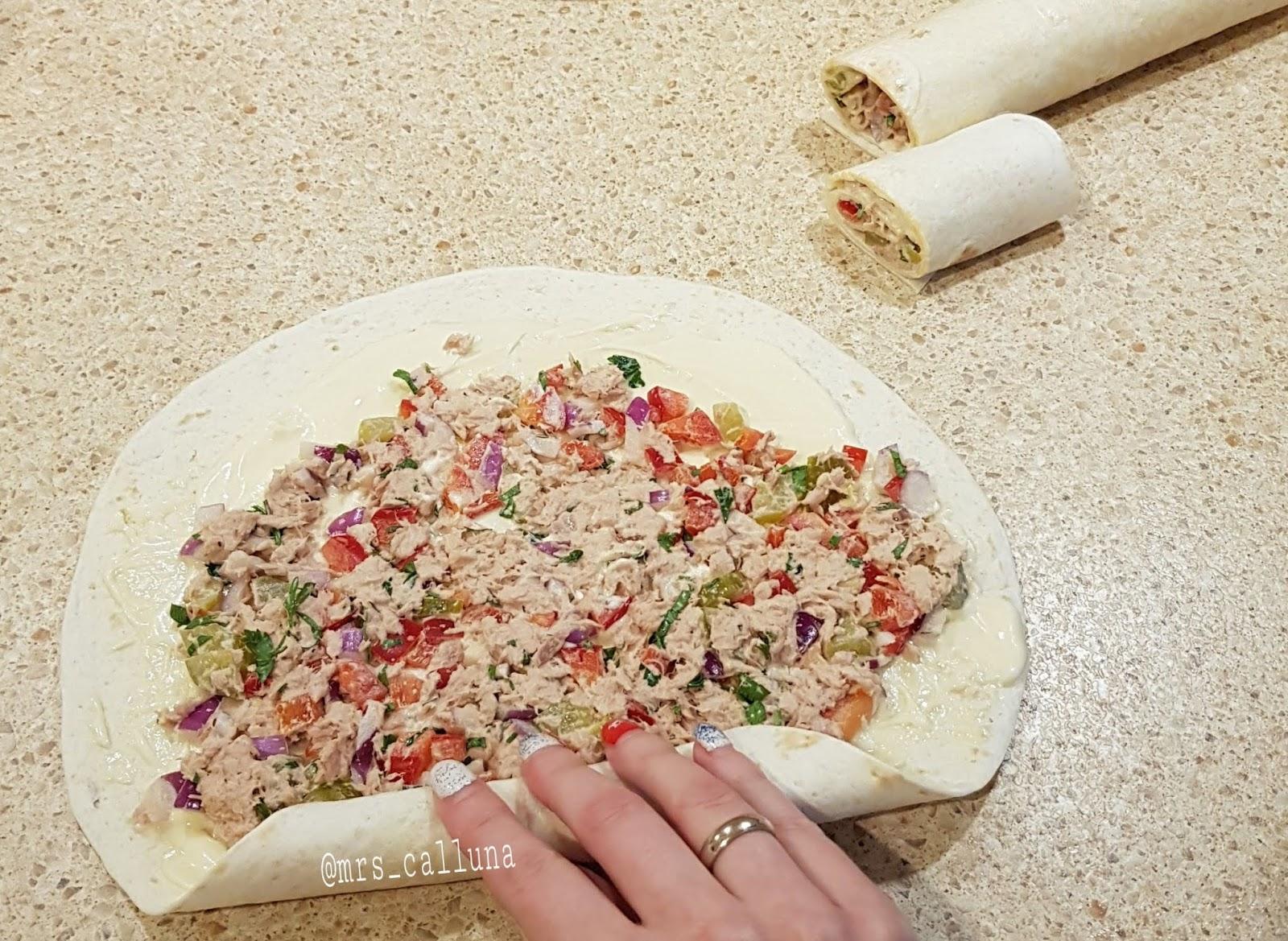 przepis na roladki z tortilli z tuńczykiem