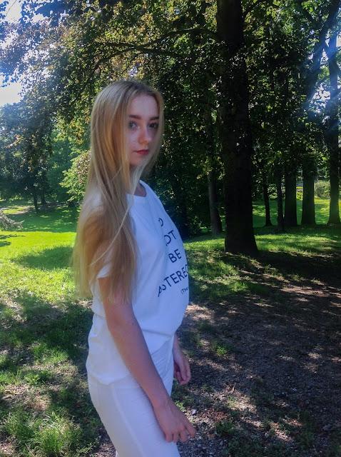 BACK TO SCHOOL: Biały T-shirt i spodnie z wysokim stanem | OOTD