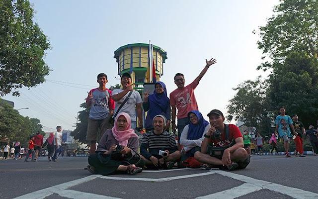 Foto keluarga di depan Ringin Contong/ Dok. Alid Abdul