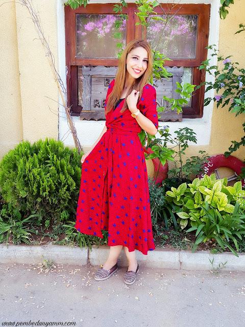 yıldız baskılı kırmızı elbise