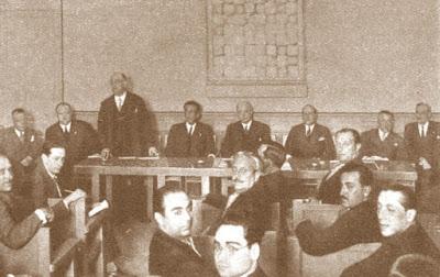 Valentín Marín presidiendo una conferencia de prensa en 1930